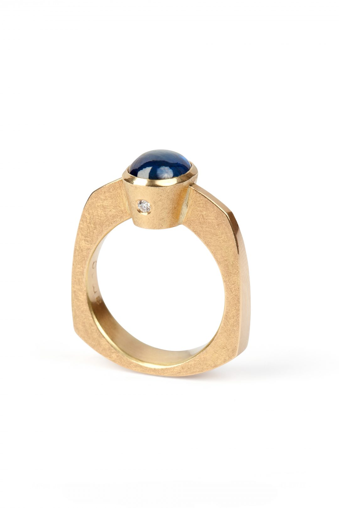 Palace ring, 18ct yellow gold diamond and sapphire